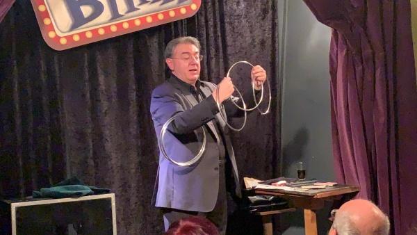 Il prestigiatore del Maurizio Costanzo a Blink Circolo Magico