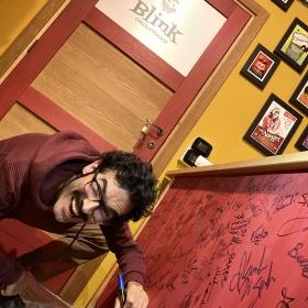 """Il nerd """"Golden Buzzer"""" Nicola Virdis sorprende gli amici di Blink"""